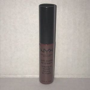 ♦️Pick 4/$15♦️NYX Los Angelos Soft Matte Lip Cream